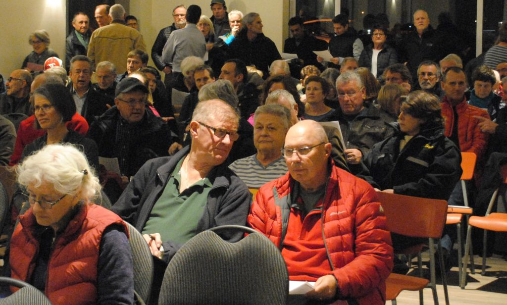 The Bearspaw Lion's Hall packed with over 120 residents Jan. 11. Photo: Enrique Massot